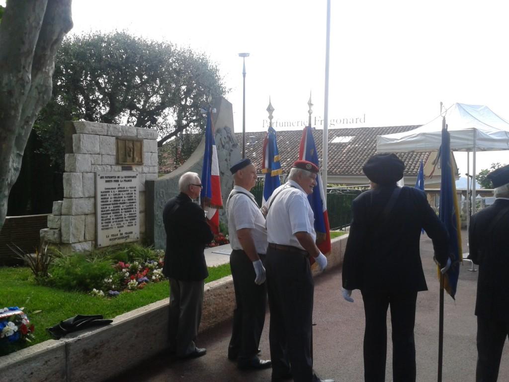 10h45 au Monument des Héros et Martyrs de la Résistance, Cours Honoré Cresp pour célébrer le 74° anniversaire de l'Appel à la Résistance du Général de GAULLE et pour honorer la Mémoire des Morts pour la France lors de la 2° Guerre Mondiale.